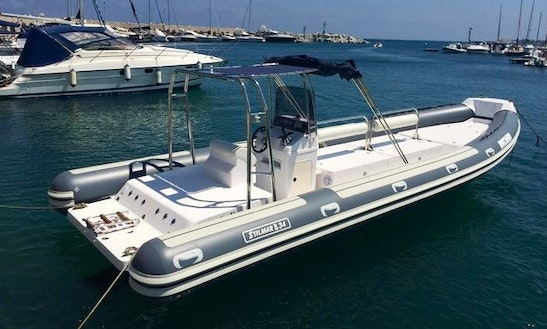 33' Inflatable Boat Rental In Castrignano Del Capo