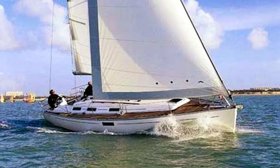 Dufour 385 Cruising Monohull Charter In Hamble-le-rice