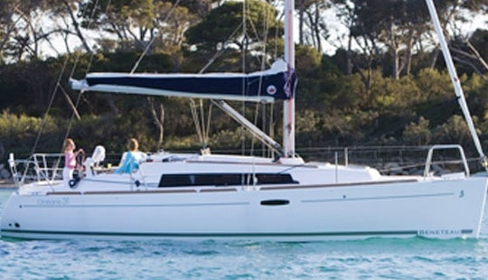 Beneateau Oceanis 31 Cruising Monohull Charter In Windermere, United Kingdom