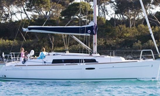 Beneateau Oceanis 31 Cruising Monohull Charter In Windermere, United Kingdom