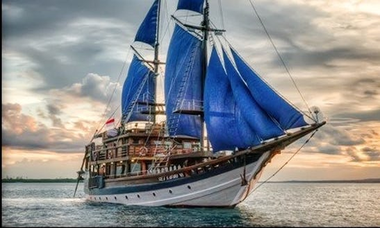 Sea Safari 6 Gulet Charter And Diving Liveaboard In Pulo Gadung, Indonesia