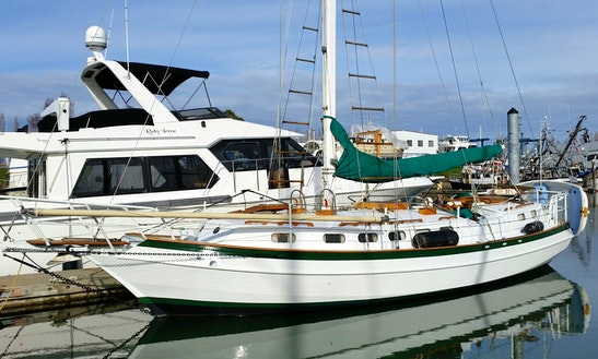 41ft Spray Cruising Monohull Boat Charter In Portland, Oregon