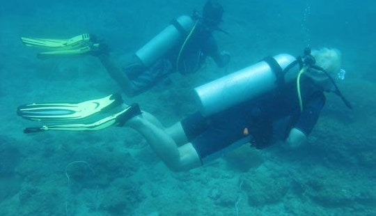 Scuba Diving Lessons In Kuala Besut, Malaysia
