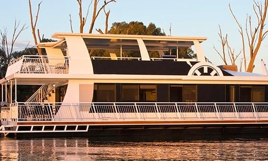 Drive The Luxury Houseboat