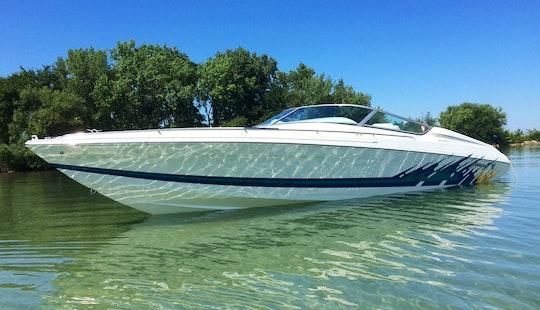 27' Motor Yacht Charter In Waukegan, Illinois