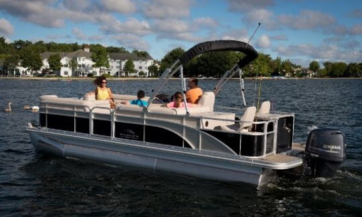 Starcraft Stardeck Pontoon for Rent In Horton, Michigan On Farwell,  Pinehill, Rainbow, & Fox Lake