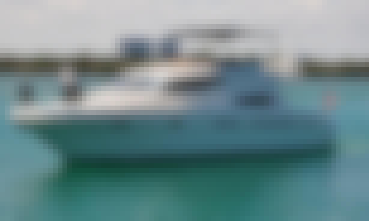 Charter 51' Sealine Sport Motor Yacht In Bal Harbour, Florida
