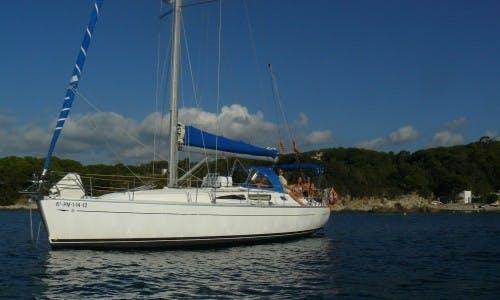 Charter Sun Odyssey 40 Cruising Monohull in Palamós