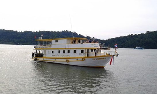 Liveaboard Dive Trip In Tambon Khuekkhak, Thailand