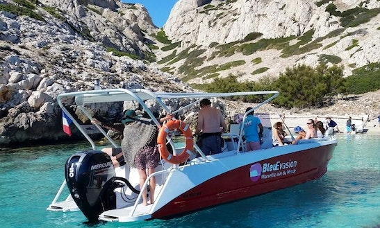 Rent A 10 Person Center Console In Marseille, France