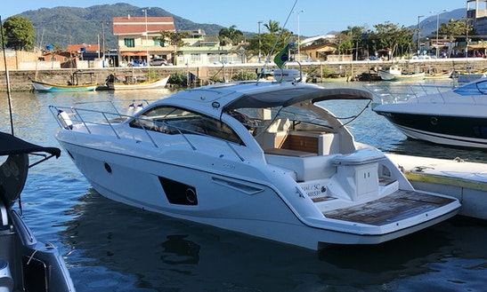 Motor Yacht For Rent In Camboriú