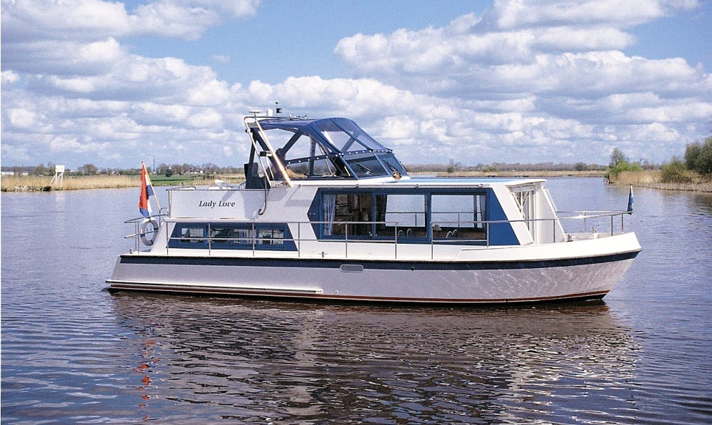 35' Safari 1050 Houseboat Rental in Drachten, Netherlands