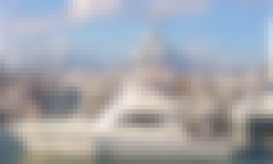 "43' Fly Bridge Cruiser ""Top Shot"" Fishing Charter in Cairns"