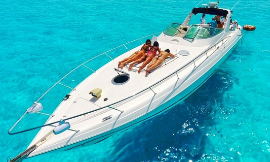 47' Four Winns Luxury Yacht Charter In Cancún, Mexico