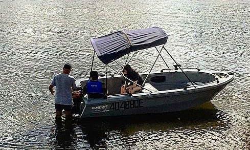 Self Drive 14' Motor Boat Rental in Benaraby, Australia