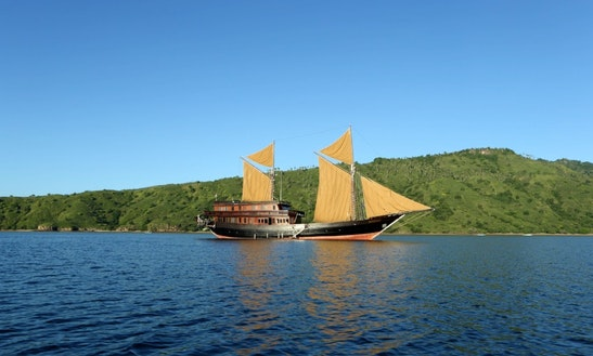 Luxury Phinisi Charter - Komodo Island