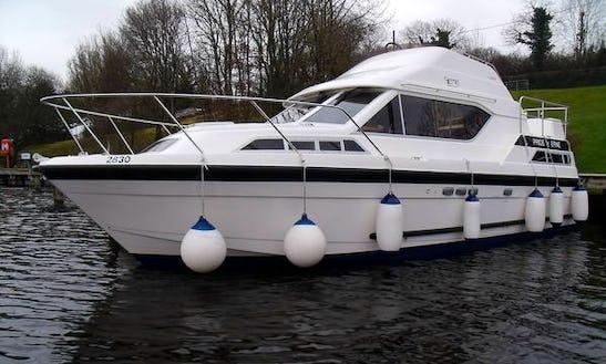 Relaxing River Cruise On 31ft Motor Cruiser