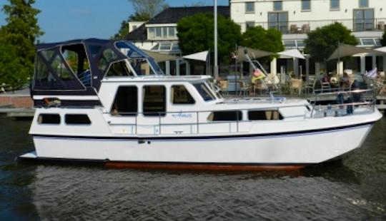 Charter 31' Amor Motor Yacht In Friesland, Netherlands