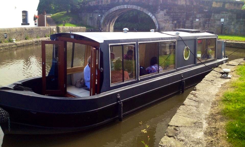 Hire a Canal Boat in Lathom, England