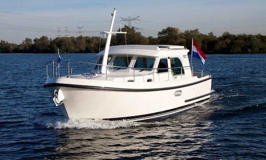 Charter The Linssen 29.9 Sedan Yacht In Vermenton, France
