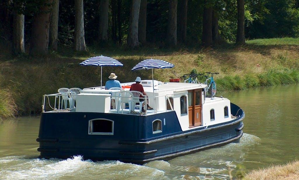 Charter the EuroClassic 139 Motor Yacht in Vermenton, France
