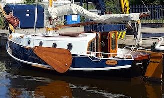 Rent 25' Grundel De Swaen Sloop in Woudsend, Netherlands