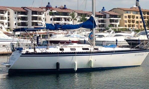 Charter 40' Hunter Sailing Yacht in Puerto Vallarta