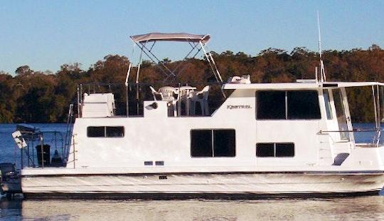 Hire 33' Houseboat At Lake Macquarie, Kilaben Bay