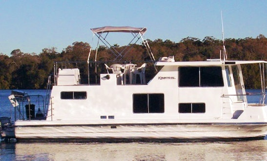 Hire 33' Houseboat At Lake Macquarie, Kilaben Bay
