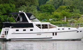 Charter 41' Motor Yacht with 2 Double Cabins in Brandenburg, Germany