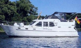 Charter 34' Concordia 102 AC Motor Yacht -  Houseboat in Brandenburg, Germany