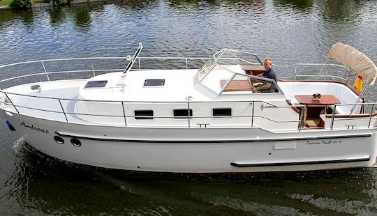 Charter 29' Motor Yacht In Brandenburg, Germany
