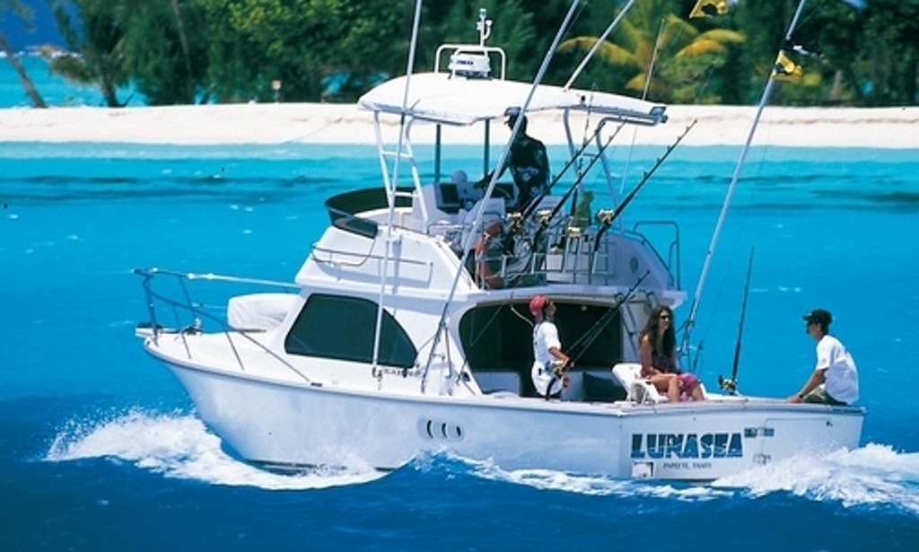 Bora bora fishing charter on 34ft luna sea fishing yacht for Bora bora fish