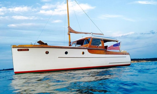 Charter 30' Daysailer In East Hampton, New York