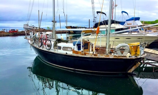 30ft Classic Sailboat In Bayfield, Wi
