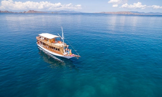 Go Scuba Diving In Komodo, Indonesia And Expereince The Freedom And Serenity!