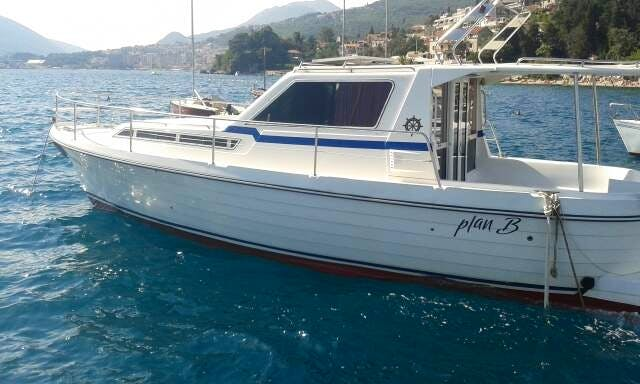 Charter our 2001 Adria 1001 Motor Yacht