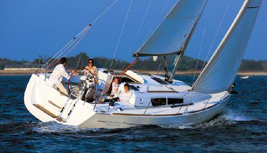 Charter 33' Cruising Monohull In Pithagorio, Greece