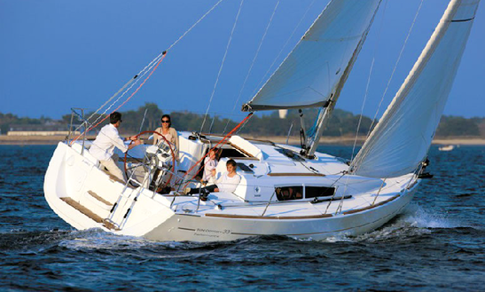 Charter 33' Cruising Monohull In Pithagorio, Greece