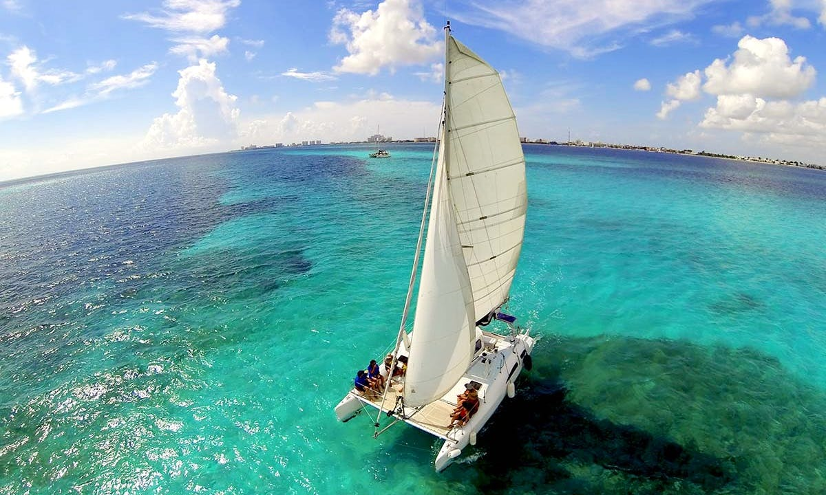 Enjoy the 32' Sailing Catamaran in Cancún, Quintana Roo