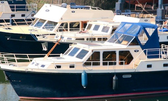 4 Person Luxury Motor Yacht For Rent Without License In Utrecht, Netherlands