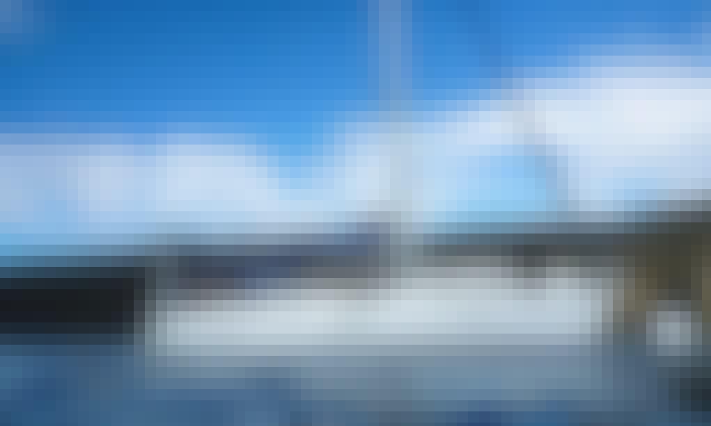 "Charter 42ft ""Kaikiwi"" Beneteau Sloop for 6 Person In Honolulu, Hawaii"