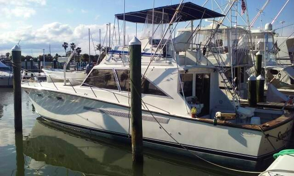 48 39 motor yacht charter in fort pierce florida getmyboat for Fishing charters fort pierce fl