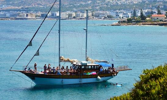 Enjoy Hersonissos Port, Kreta On 66' Gulet