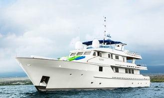 Charter 124' Power Mega Yacht in Guayaquil, Ecuador