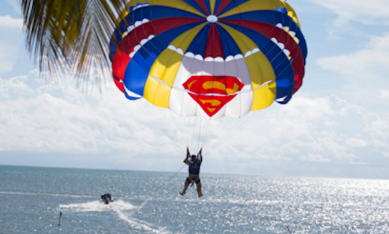 Enjoy Parasailing In Batu Ferringhi, Pinang