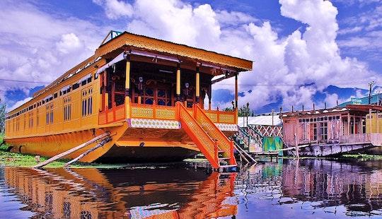 Rent A Houseboat On Dal Lake In Srinagar, India