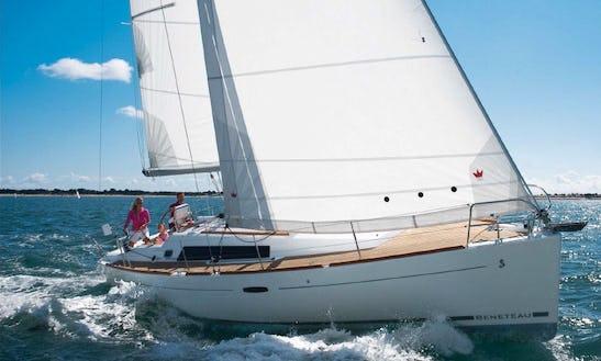 Charter 37' Beneteau Oceanis Cruising Monohull In Athina, Greece