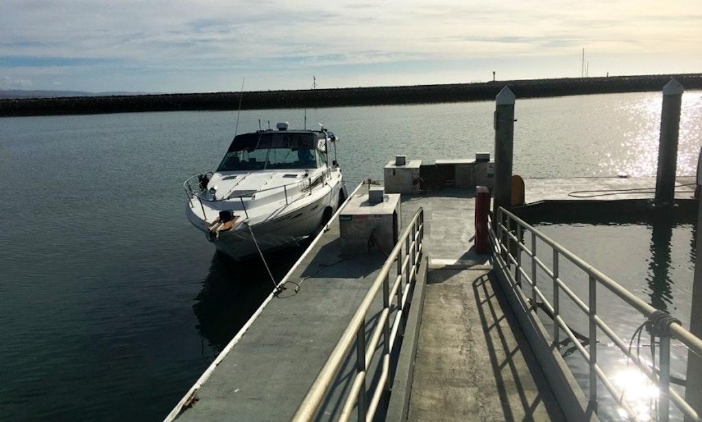 Charter 33ft Linda Sea Ray 300 Weekender Motor Yacht In