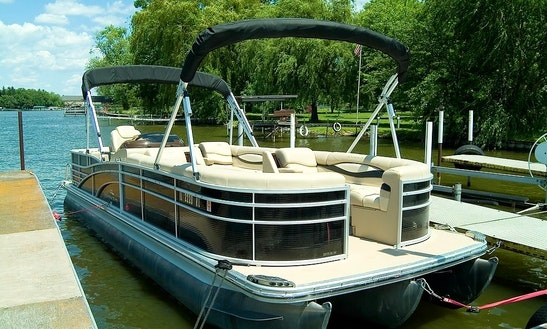 Enjoy The 25' Pontoon Boat With Captain Larry In Mchenry, Illinois